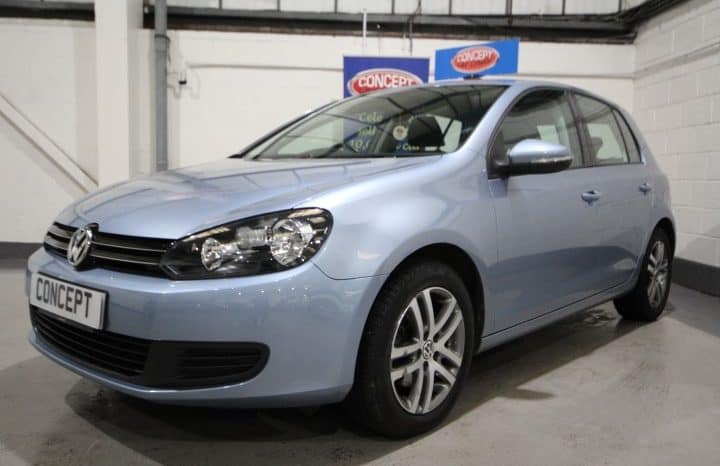 VOLKSWAGEN GOLF SE TSI full